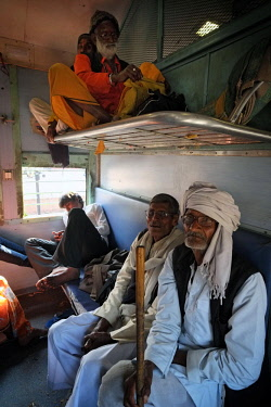 HMS3138914 India, Madhya Pradesh State, Orchha, daily life on the train