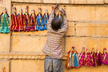 HMS2189735 India, Rajasthan state, Jaisalmer, selling puppets
