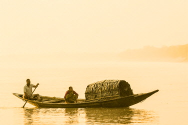 HMS2236390 India, West Bengal, Sundarbans, listed as World Heritage by UNESCO, fishermen on a waterway of the Gange Delta