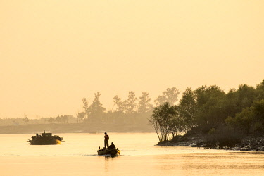 HMS2236394 India, West Bengal, Sundarbans, listed as World Heritage by UNESCO, fishermen on a waterway of the Gange Delta at susnet