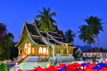 HMS2457066 Laos, Luang Prabang province, Luang Prabang, listed as World Heritage by UNESCO, the Wat Ho Pha Bang temple inside the Royal Palace and the tents of the night market