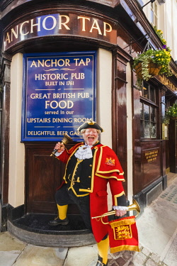 TPX65741 England, London, Southwark, Anchor Tap Pub and Town Crier