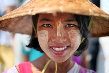 HMS2650691 Myanmar, Mandalay Province, Mandalay, girl with thanaka on her face