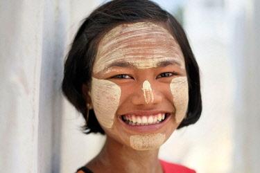 HMS2650740 Myanmar, Mandalay, Mandalay Province, girl with thanaka on her face,