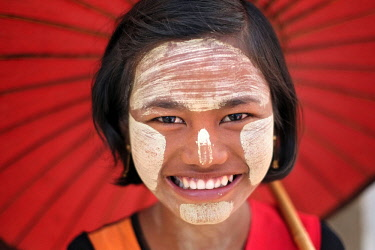 HMS2650741 Myanmar, Mandalay, Mandalay Province, girl with thanaka on her face,