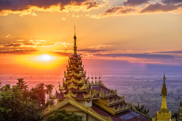 HMS3048567 Myanmar (Burma), Sagaing region, Monywa, sunset from the hill of Maha Bodhi Ta Htaung monastery