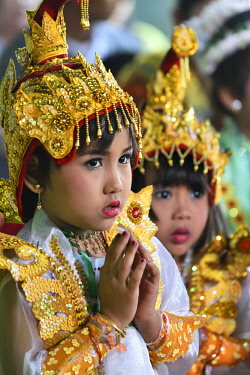 HMS3184078 Myanmar, Bagan, Shinbyu, Novitiation ceremony, Little girls dressed as royal princesses in memory of prince Siddharta Gautama's departure from his royal home in search of enlightment