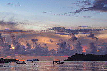 HMS3082540 Philippines, Palawan, Dumaran Island, Araceli, sunset on the bay