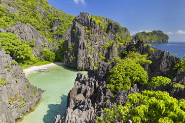 HMS3132004 Philippines, Palawan, El Nido, Matinloc Island, Hidden Beach, part of the tour C