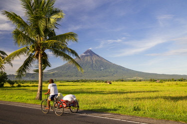 HMS3145902 Philippines, Luzon, Albay Province, Tabaco, Mayon Volcano