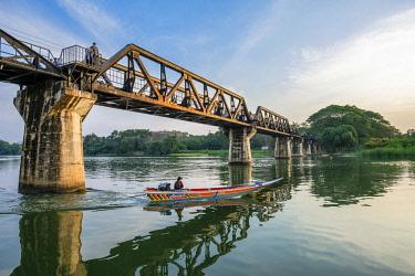 HMS3105329 Thailand, Kanchanaburi province, Kanchanaburi, where the Khwae Noi and Khwae Yai Rivers converge, the Burma-Siam Railway or Death Railway, bridge over the Khwae river