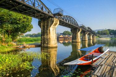 HMS3105331 Thailand, Kanchanaburi province, Kanchanaburi, where the Khwae Noi and Khwae Yai Rivers converge, the Burma-Siam Railway or Death Railway, bridge over the Khwae river