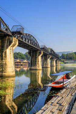 HMS3105346 Thailand, Kanchanaburi province, Kanchanaburi, where the Khwae Noi and Khwae Yai Rivers converge, the Burma-Siam Railway or Death Railway, bridge over the Khwae river,