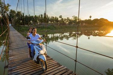 HMS3105400 Thailand, Sukhothai province, Si Satchanalai district, Si Satchanalai Historical Park, a UNESCO World Heritage site, footbridge over Yom river