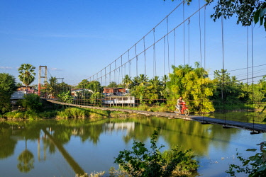 HMS3105407 Thailand, Sukhothai province, Si Satchanalai district, Si Satchanalai Historical Park, a UNESCO World Heritage site, footbridge over Yom river