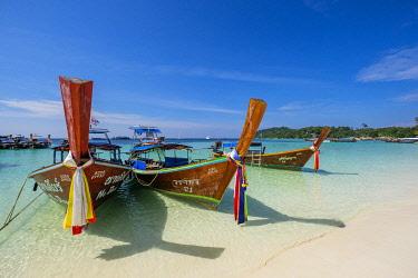 HMS3232995 Thailand, Satun province, Ko Lipe island, Pattaya white sand beach, long tail traditional boats
