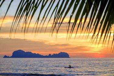 HMS3252200 Thailand, Trang province, Ko Sukorn island, view of the islands of Mu Ko Phetra Marine National Park from the west coast, Ko Phetra island
