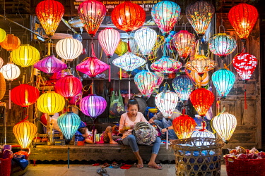 HMS2479751 Vietnam, Quang Nam province, Hoi An, listed as World Heritage by UNESCO, traditional lanterns store