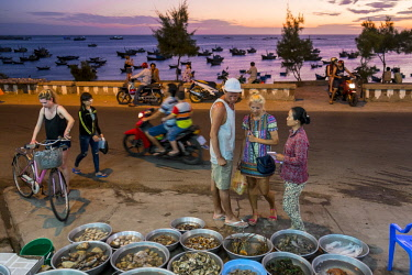HMS2479789 Vietnam, Binh Thuan province, Mui Ne, tourists in front of a restaurant offering the catch of the day