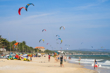 HMS2479799 Vietnam, Binh Thuan province, the village of Mui Ne Beach is a popular spot for the practice of Kite-Surf