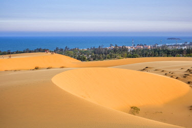 HMS2506645 Vietnam, South Central Coast region, Mui Ne fishing village, sand dunes close to the village
