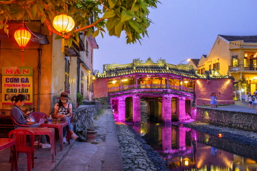 HMS2563232 Vietnam, South Central Coast region, Quang Nam province, Hoi An, the old town became a UNESCO world heritage site in 1999, the Japanese Pagoda Bridge is a covered bridge built in 1593 to connect the C...