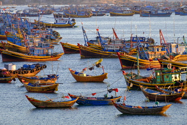HMS3215763 Vietnam, Binh Thuan province, Mui Ne, fishing boats near the beach