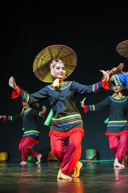 CM02158 Cambodia, Phnom Penh, traditional dance performance