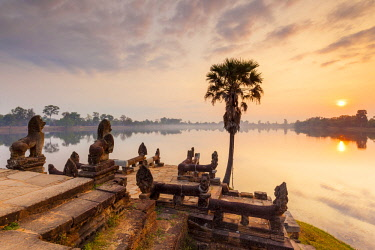 CM02182 Cambodia, Angkor, Sra Srang, former royal bathing pond, dawn