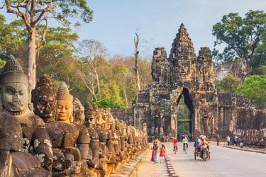 CM02185 Cambodia, Angkor, Angkor Thom, South Gate, dawn