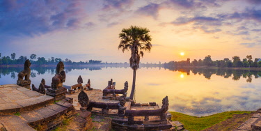 CM02246 Cambodia, Angkor, Sra Srang, former royal bathing pond, dawn