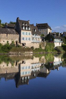 FRA10457AW Europe, France,Nouvelle-Aquitaine,  Correze, Dordogne Valley, Argentat, Argentat-sur-Dordogne