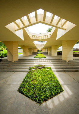 US11936 Florida, Lakeland, Esplanandes, Walkways, Designed By Architect Frank Lloyd Wright, Florida Southern College, Polk County, The College Has The Largest And Most Fully Articulated Collection of Wright's...