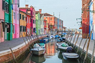 CLKFV89565 Colourful Houses, Burano, Venice, Italy