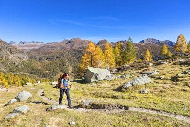 CLKGP88185 A girl is walking in the Alpe Veglia and Alpe Devero Natural Park in autumn season (Buscagna Valley, Alpe Devero, Baceno, Verbano Cusio Ossola province, Piedmont, Italy) (MR)