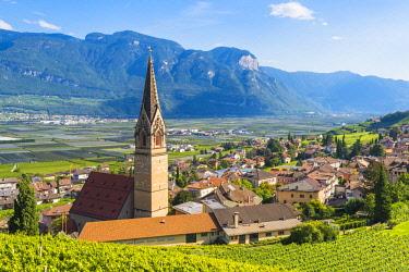 CLKMN86713 Termeno,Bolzano province,Trentino Alto Adige,Italy  Views of the vineyards and the church of Saints Quirico and Giulitta.