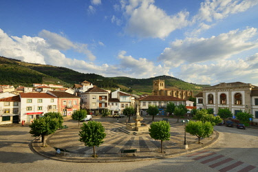 POR9833AW The Town Square and the Mother Church (Igreja Matriz) of Torre de Moncorvo, dating back to the 16th century. Tras os Montes, Portugal