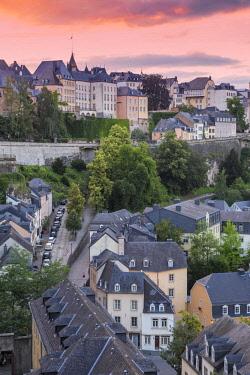 LX01046 Luxembourg, Luxembourg City, View over the Grund - the lower town towards The Corniche (Chemin de la Corniche)