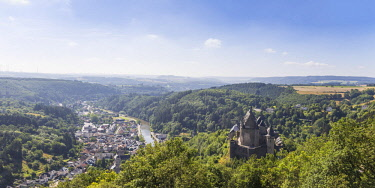 LX01059 Luxembourg, Vianden, View of Vianden Castle, town and valley