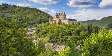 LX01080 Luxembourg, Vianden, View of Vianden Castle above the town