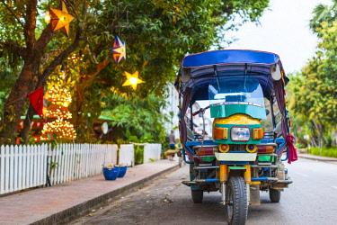 LS02076 Laos, Luang Prabang, tuk-tuk, motorcycle taxi