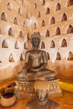 LS02142 Laos, Vientiane, Wat Si Saket, Vientiane's oldest temple, interior Buddha cloister