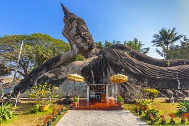 LS02150 Laos, Vientiane, Xieng Khuan Buddha Park, statues of religious figures