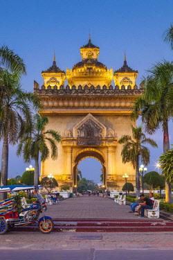 LS02158 Laos, Vientiane, Patuxai, Victory Monument, exterior, dusk