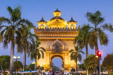 LS02159 Laos, Vientiane, Patuxai, Victory Monument, exterior, dusk