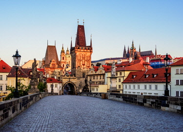 CZE2073AW Lesser Town Bridge Tower at sunrise, Charles Bridge, Mala Strana, Prague, Bohemia Region, Czech Republic