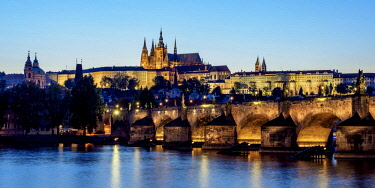 CZE2037AW View over Vltava River and Charles Bridge towards Castle with Cathedral, twilight, Prague, Bohemia Region, Czech Republic