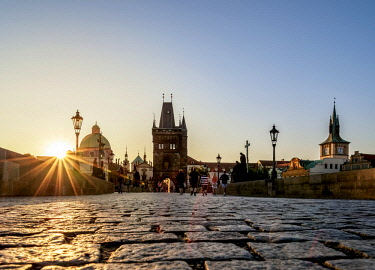 CZE2034AWRF Charles Bridge at sunrise, Prague, Bohemia Region, Czech Republic