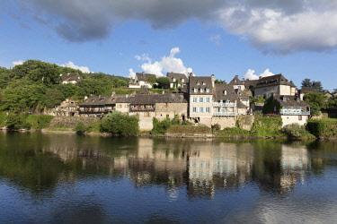FRA10474AWRF Europe, France,Nouvelle-Aquitaine,  Correze, Dordogne Valley, Argentat, Argentat-sur-Dordogne