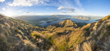 IBXMMW04515886 View of mountains and lake, Roys Peak, Lake Wanaka, Southern Alps, Otago Region, Southland, New Zealand, Oceania